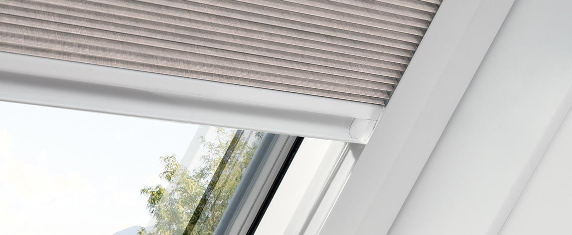 Maß-Plissees für Dachfenster