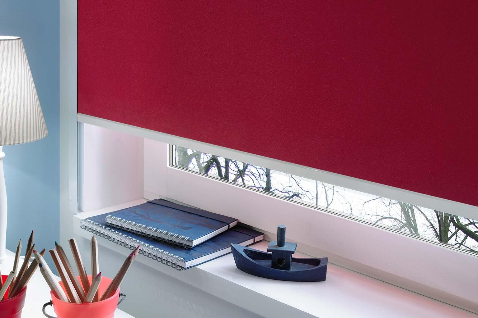 rollos ohne bohren dank selbstklebender seitenblenden. Black Bedroom Furniture Sets. Home Design Ideas