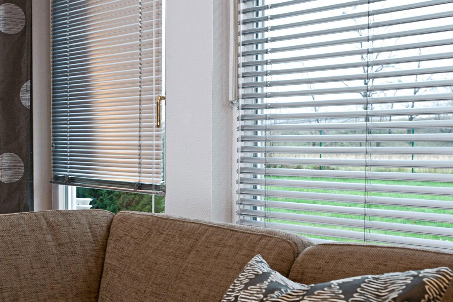 megaview tm jalousien jalousie mit doppelter sicht nach. Black Bedroom Furniture Sets. Home Design Ideas